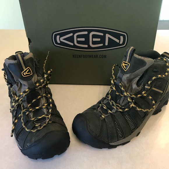 c8d3fb3afa0 Keen Hiking Boots - Voyageur Mid Size 10.5